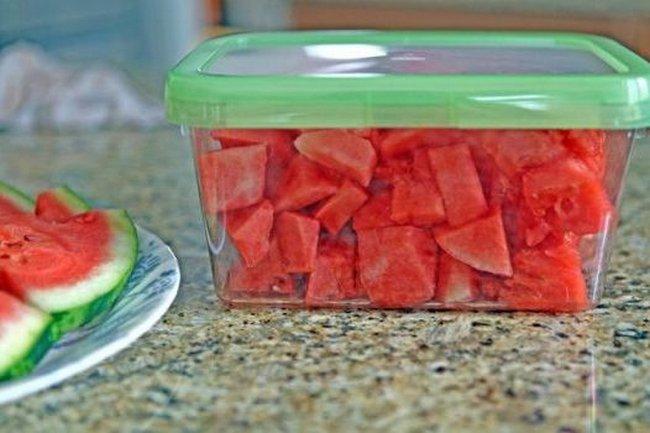 Skolko-hranitsja-arbuz-pri-komnatnoj-temperature-celyj-1